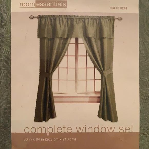 New room essentials complete window set